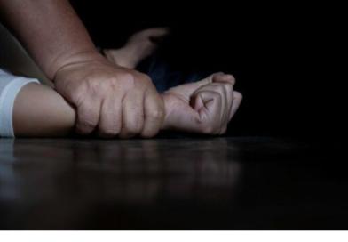 На Сумщині 40-річний чоловік згвалтував свою 19-літню падчерку