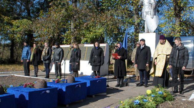 """""""Війна триває, поки не похований останній загиблий солдат"""" сказав Костянтин Товстуха на  перепохованні воїнів Другої світової війни у Степному"""
