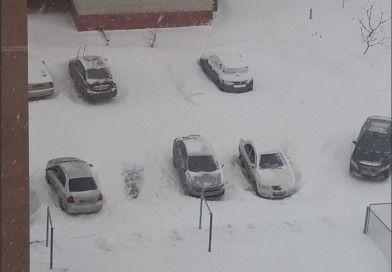 Сумчан просять прибрати машини з узбіччя доріг