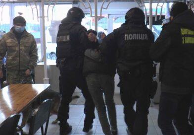 Сумські правоохоронці виявили та вилучили зброю в одному з розважальних закладів міста